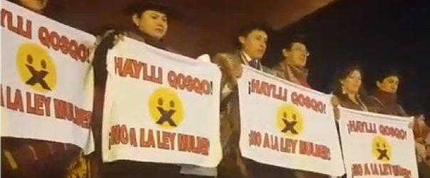 REGIONAL:Periodistas protestaron contra la Ley Mulder durante Fiestas del Cusco