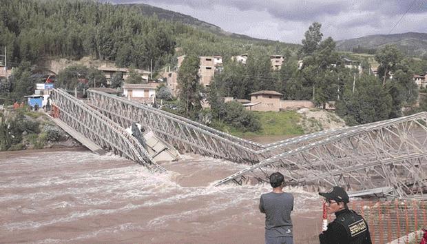 REGIONAL: puente provisional colapsó en Urcos mientras era desmontado