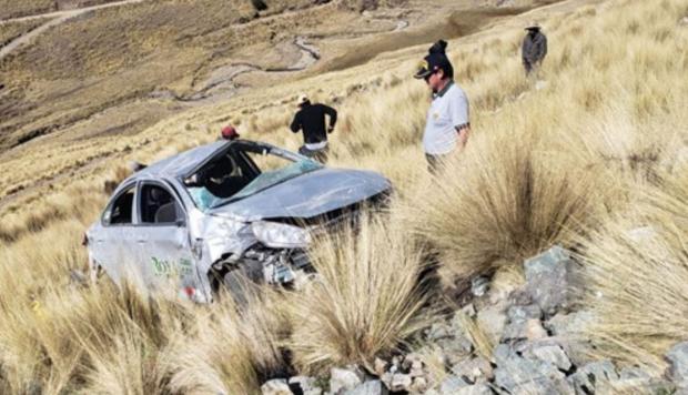 LIVITACA:Tres personas murieron por vuelco de auto